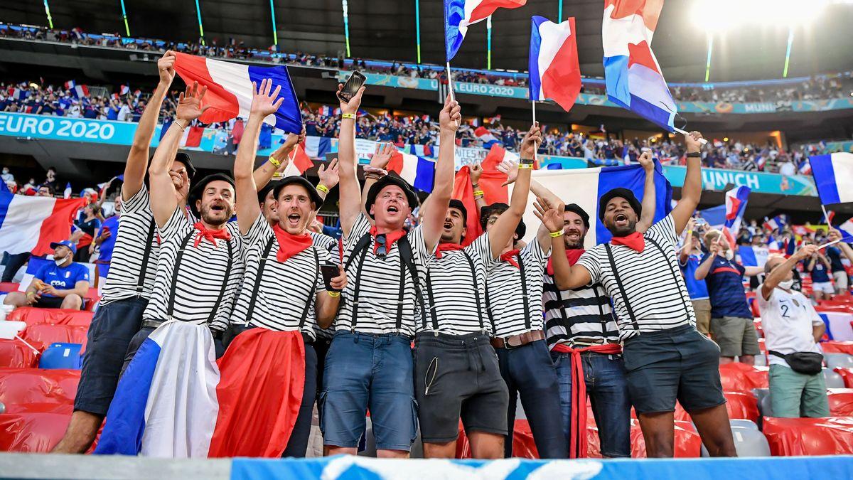 Französische Fans ohne Maske.