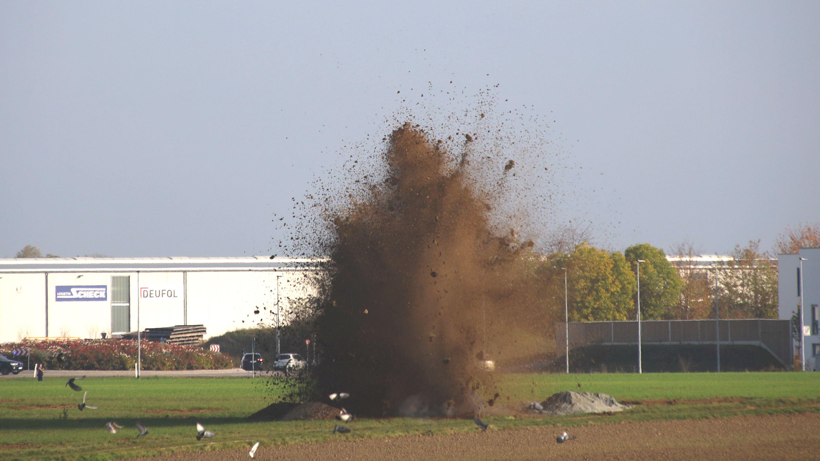 Zwölf Bomben wurden am Freitag (25.10.) in Neutraubling gesprengt.