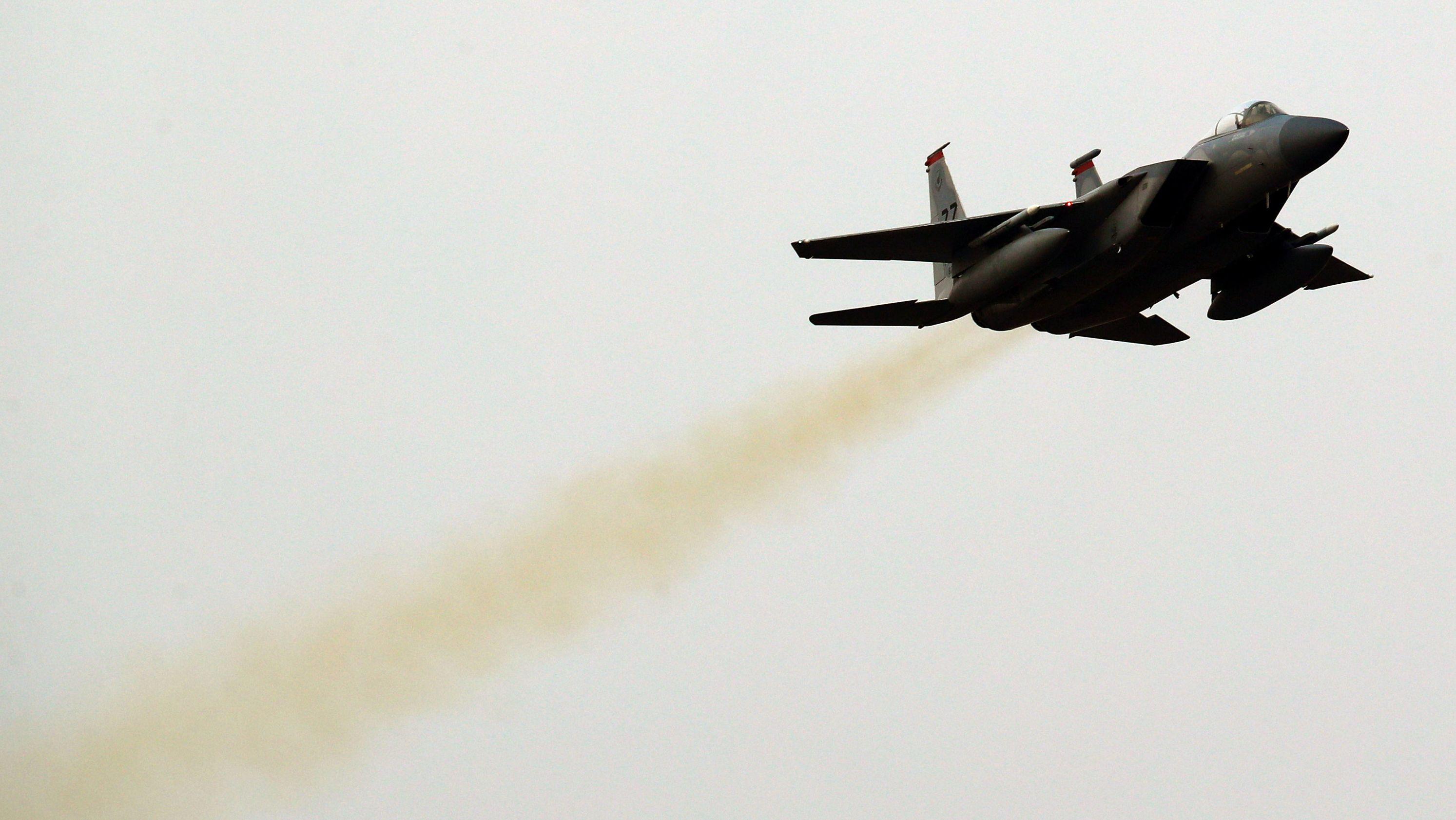 Archivbild: Ein südkoreanischer F-15K-Jet hebt von einer Militärbasis ab