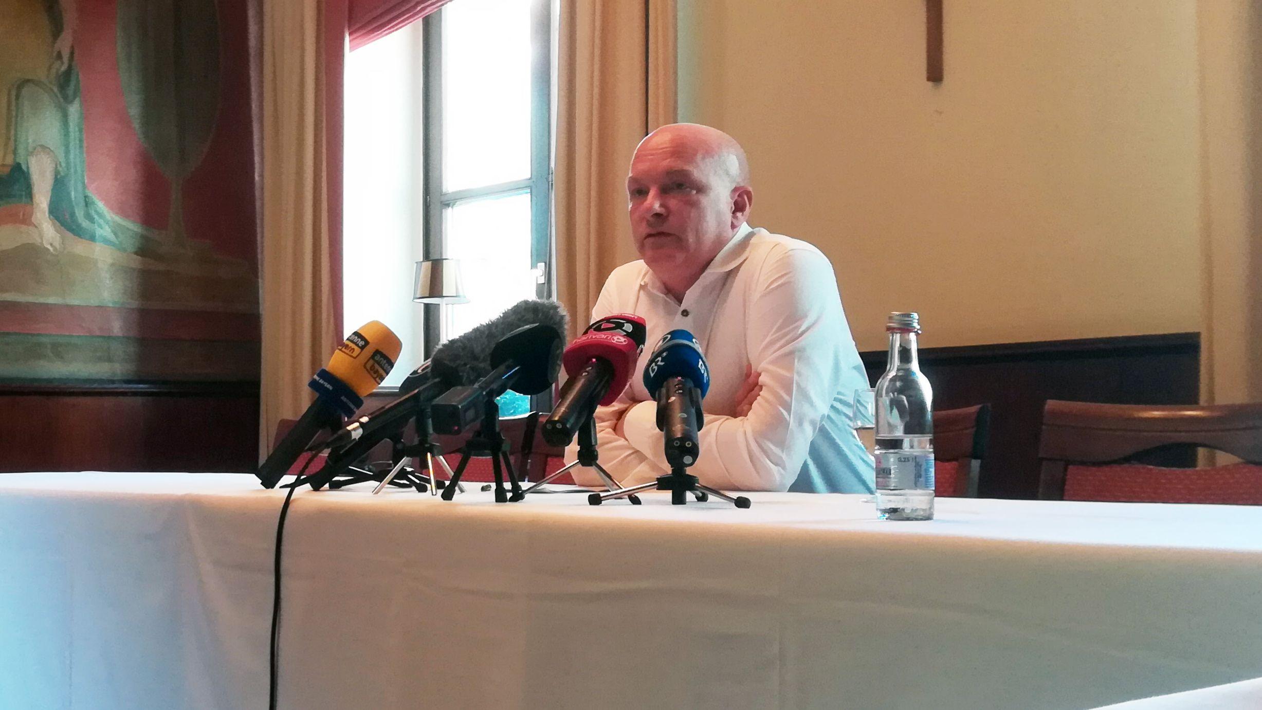 Joachim Wolbergs zeigte sich in einer Pressekonferenz enttäuscht über den Gerichtsentscheid zu seiner Suspendierung.