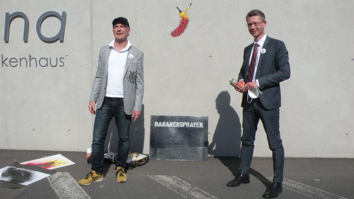 """""""Bananensprayer"""" Thomas Baumgärtel und OB Sebastian Remelé"""