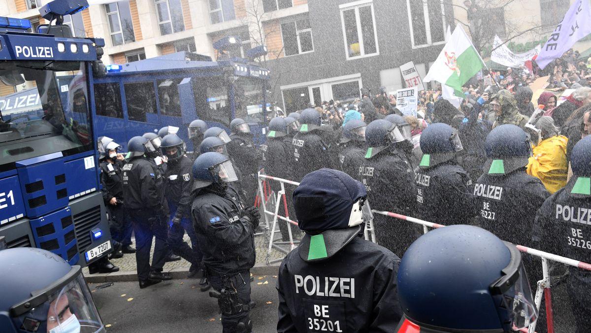 Polizei gegen Corona-Demonstranten in Berlin