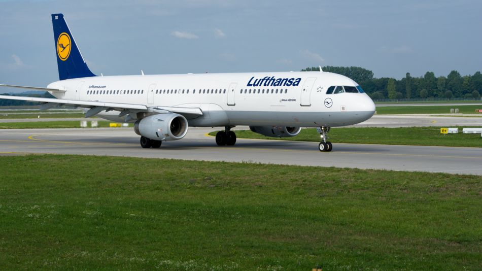 in Flugzeug auf der Startbahn des Flughafen München.