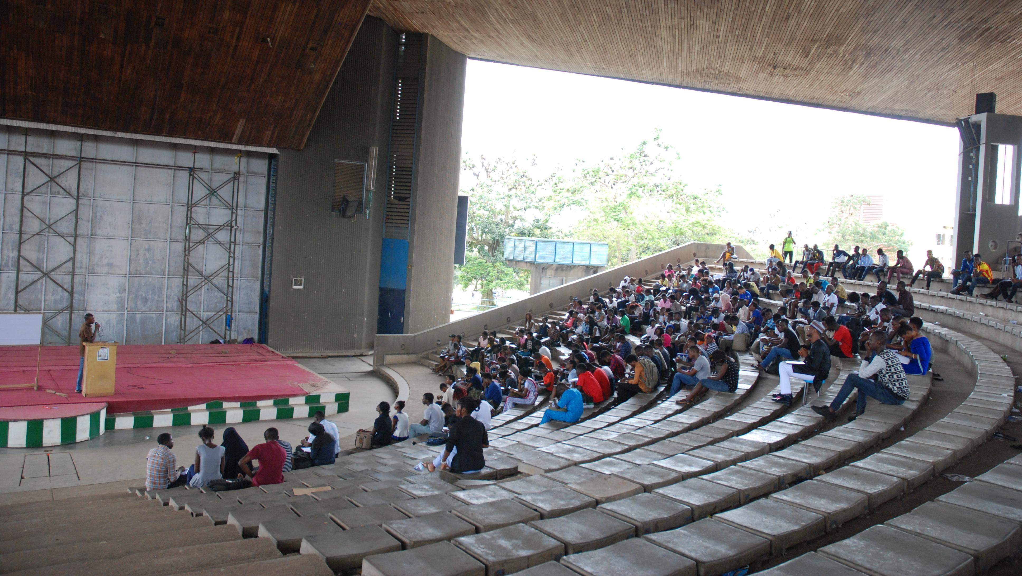 Ein offener Vorlesungssaal der Obafemi Awolowo Universität in Nigeria