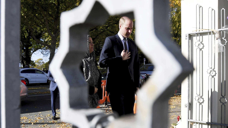 26.04.2019, Neuseeland, Christchurch: Prinz William, Herzog von Cambridge, kommt zur Al-Noor-Moschee.