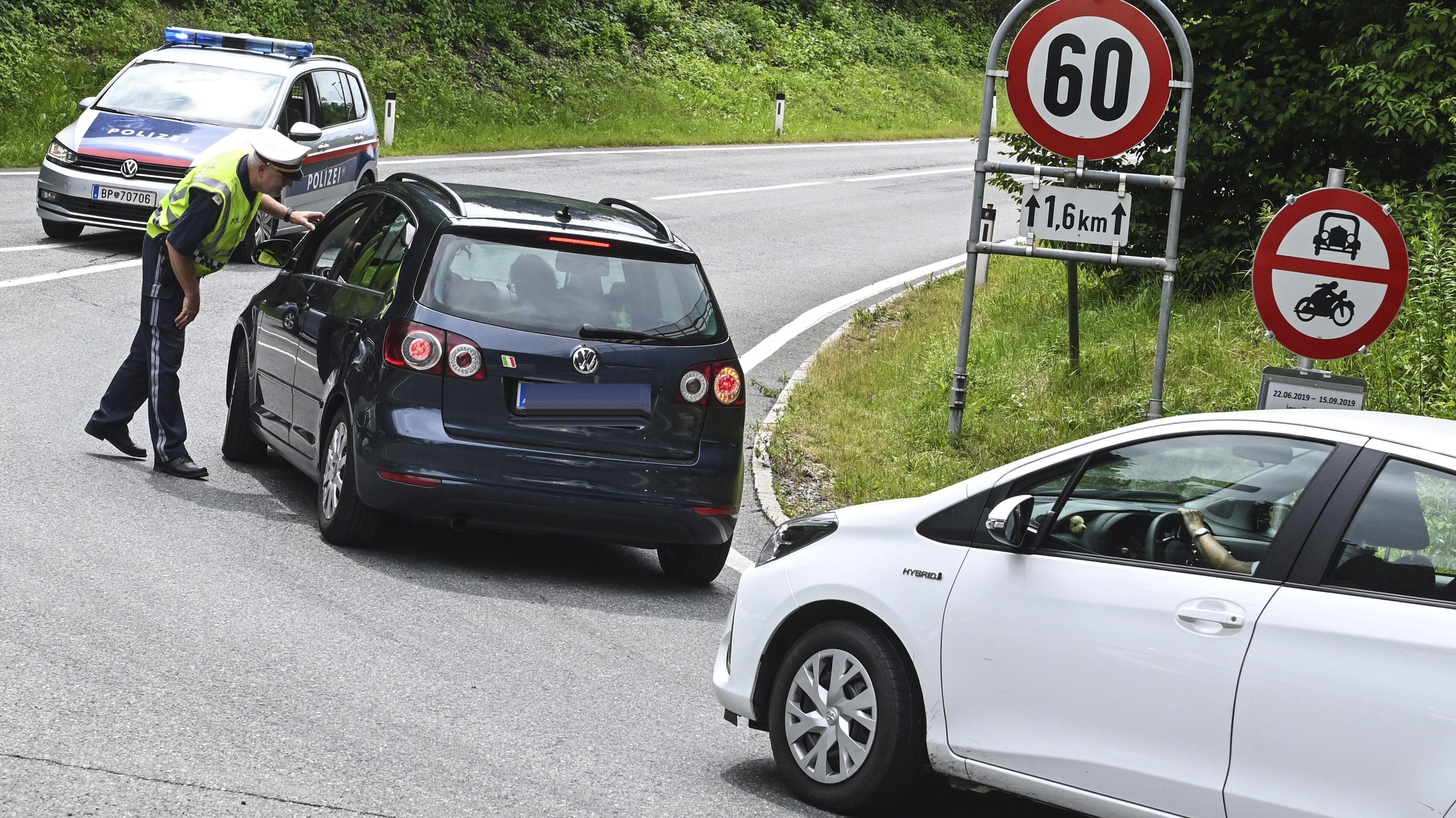Die Tiroler Landesregierung setzt Fahrverbote gegen den Ausweichverkehr ein. Im Bild die Situation am Samstag, 22. Juni 2019, im Raum Innsbruck
