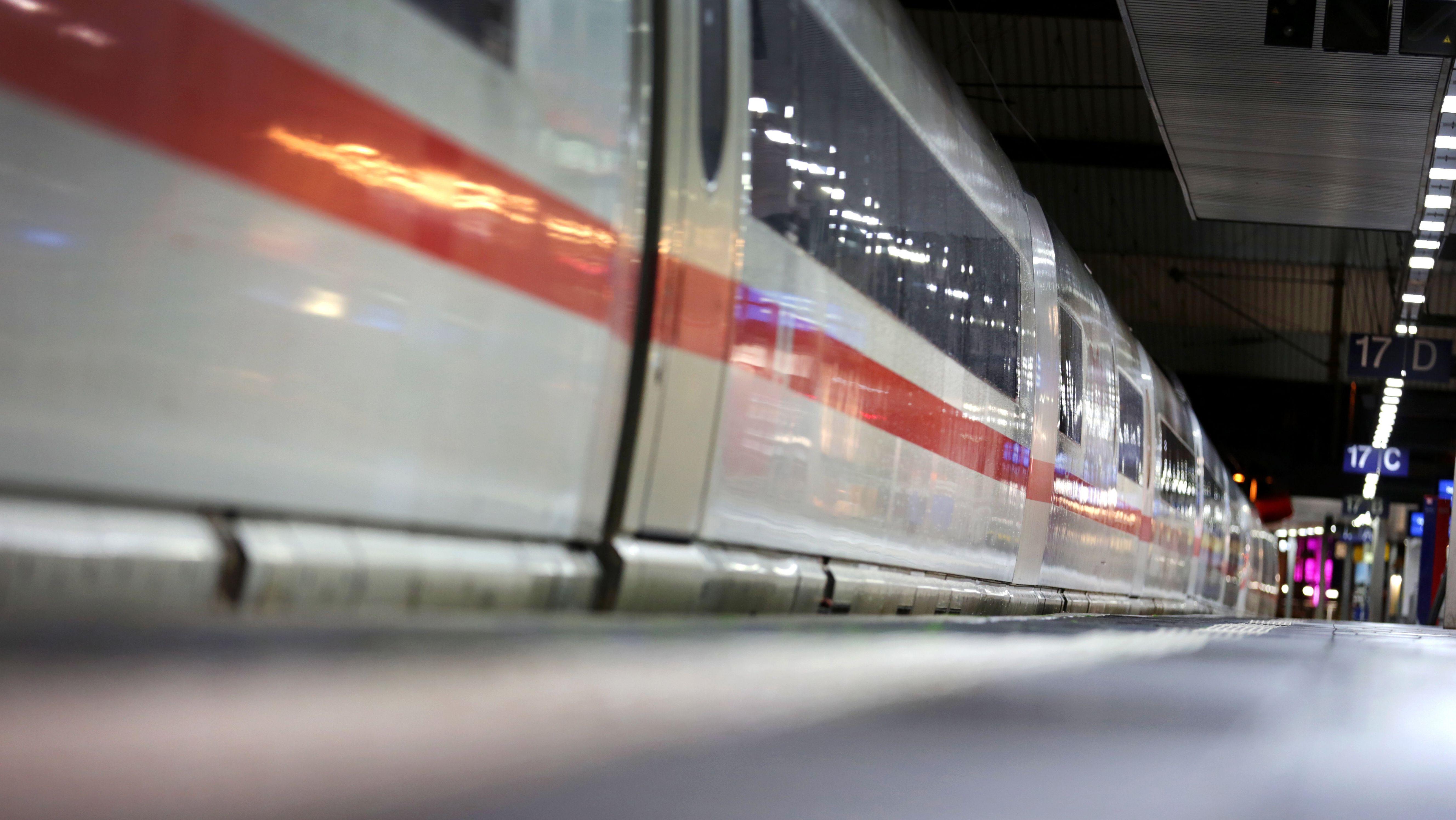 Die Auswirkungen der Corona-Krise auf die Deutsche Bahn will der Bund mit einem Hilfsprogramm abfedern.