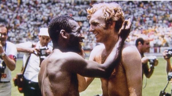 Pele und Bobby Moore nach dem Spiel England - Brasilien bei der WM 2970 in Mexico