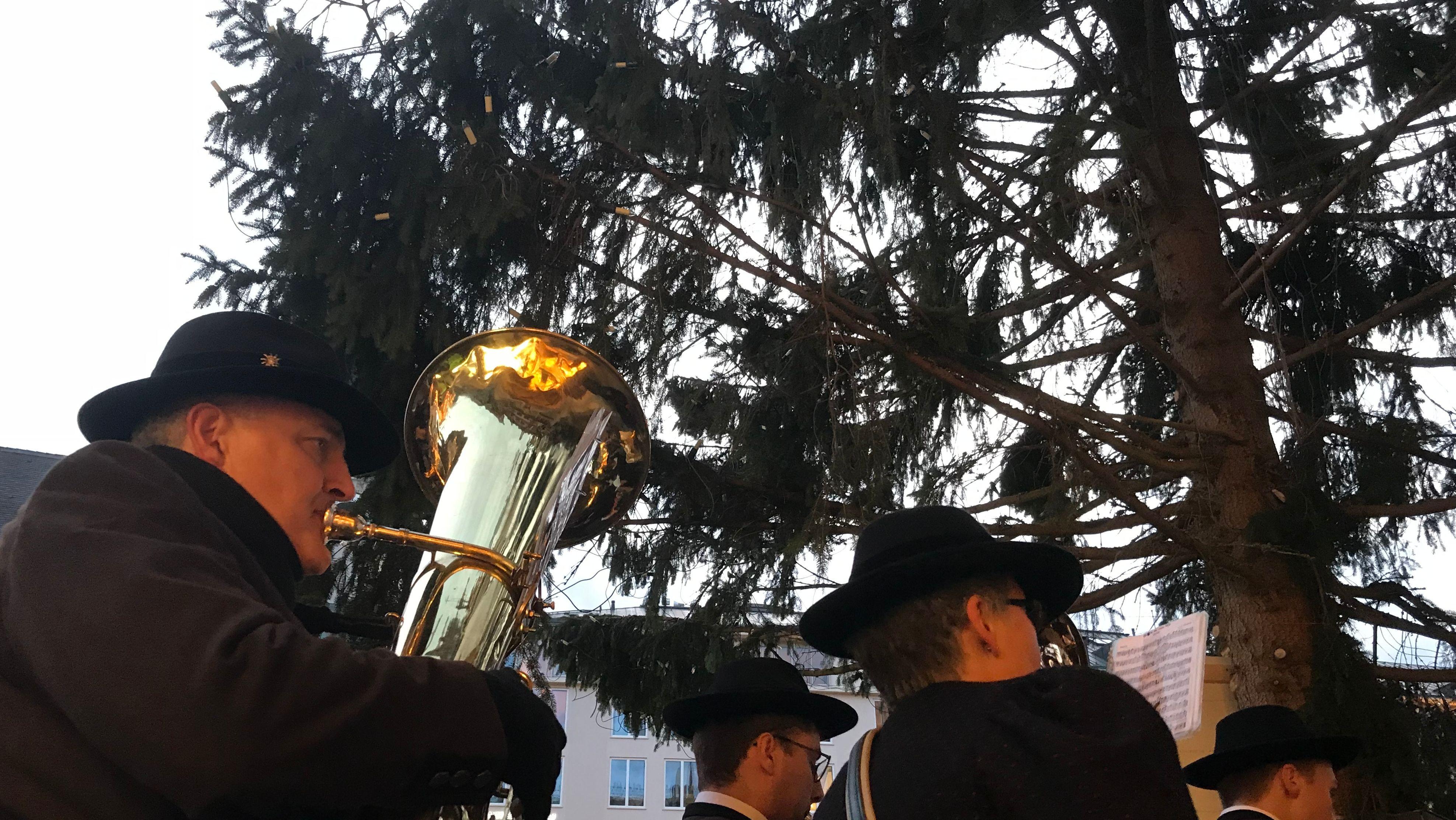"""Christbaum aus Mauth (Lkr. Freyung-Grafenau) finden Besucher eher wie """"eine gerupfte Henne"""""""