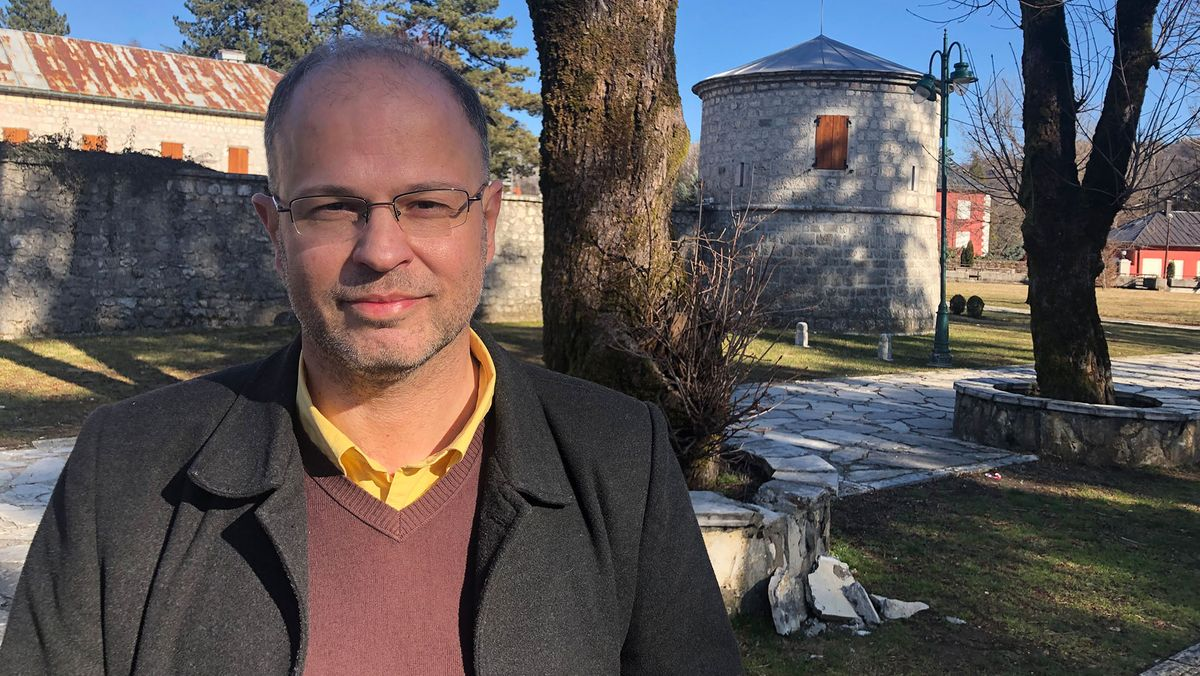 Der Investigativjournalist Jovo Matrinovic