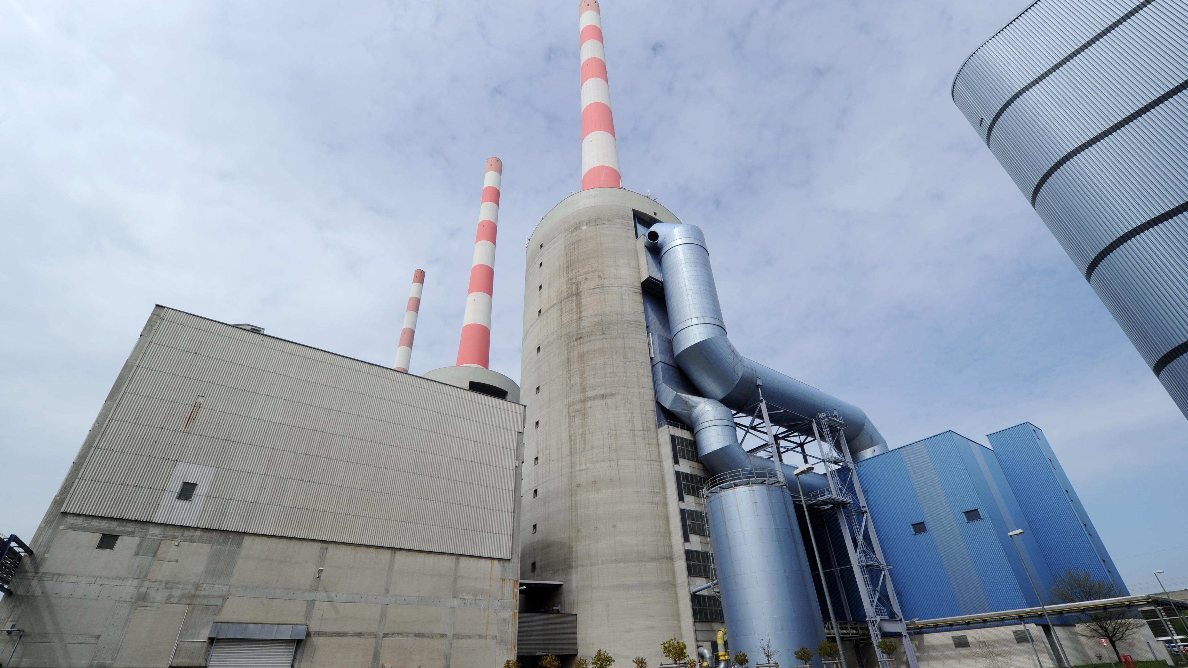 Symbolbild für den Energiegipfel: Das Kraftwerk in Irsching bei Vohburg an der Donau.