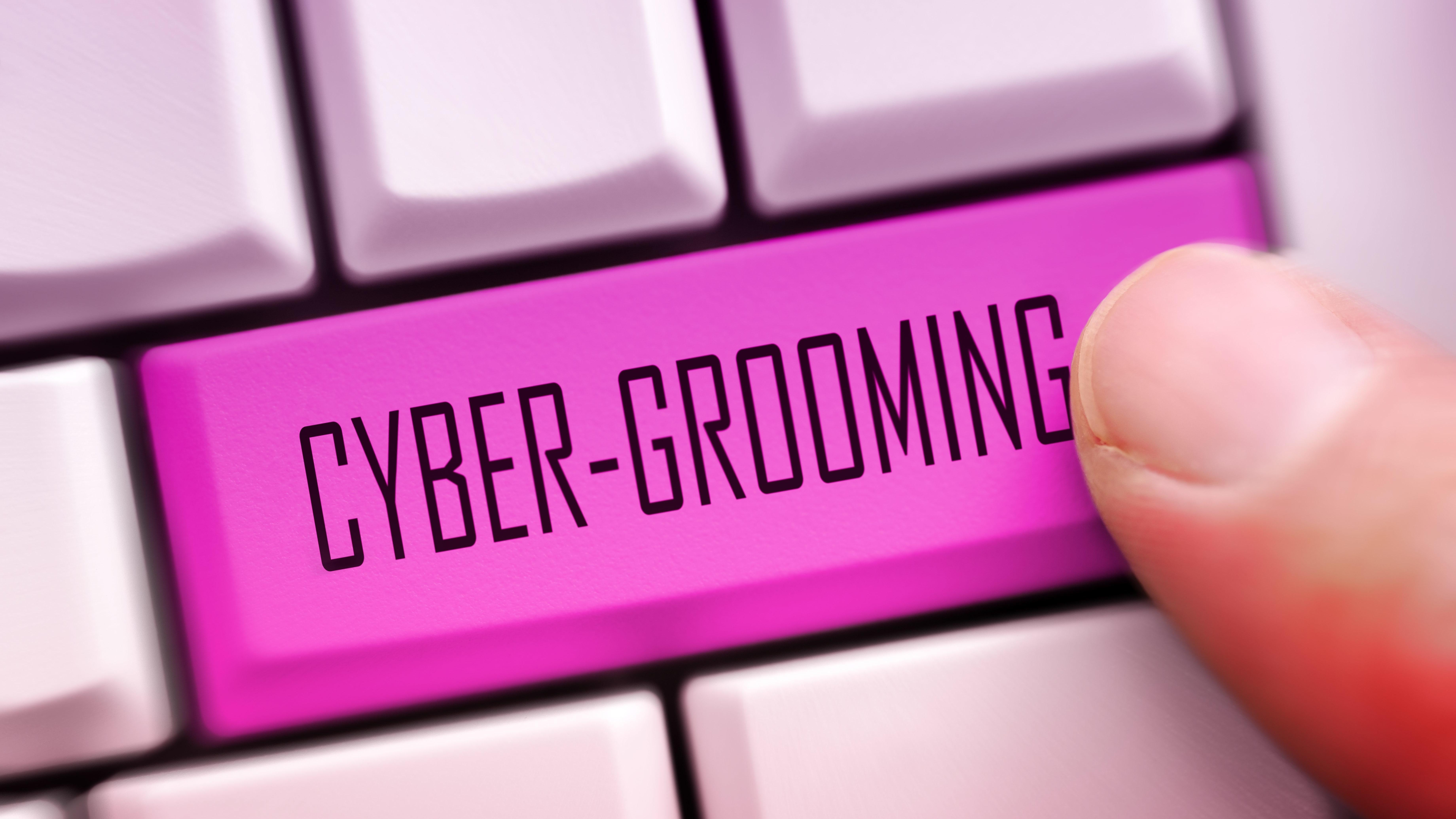 "Computertastatur mit Schriftzug ""Cybergrooming"""