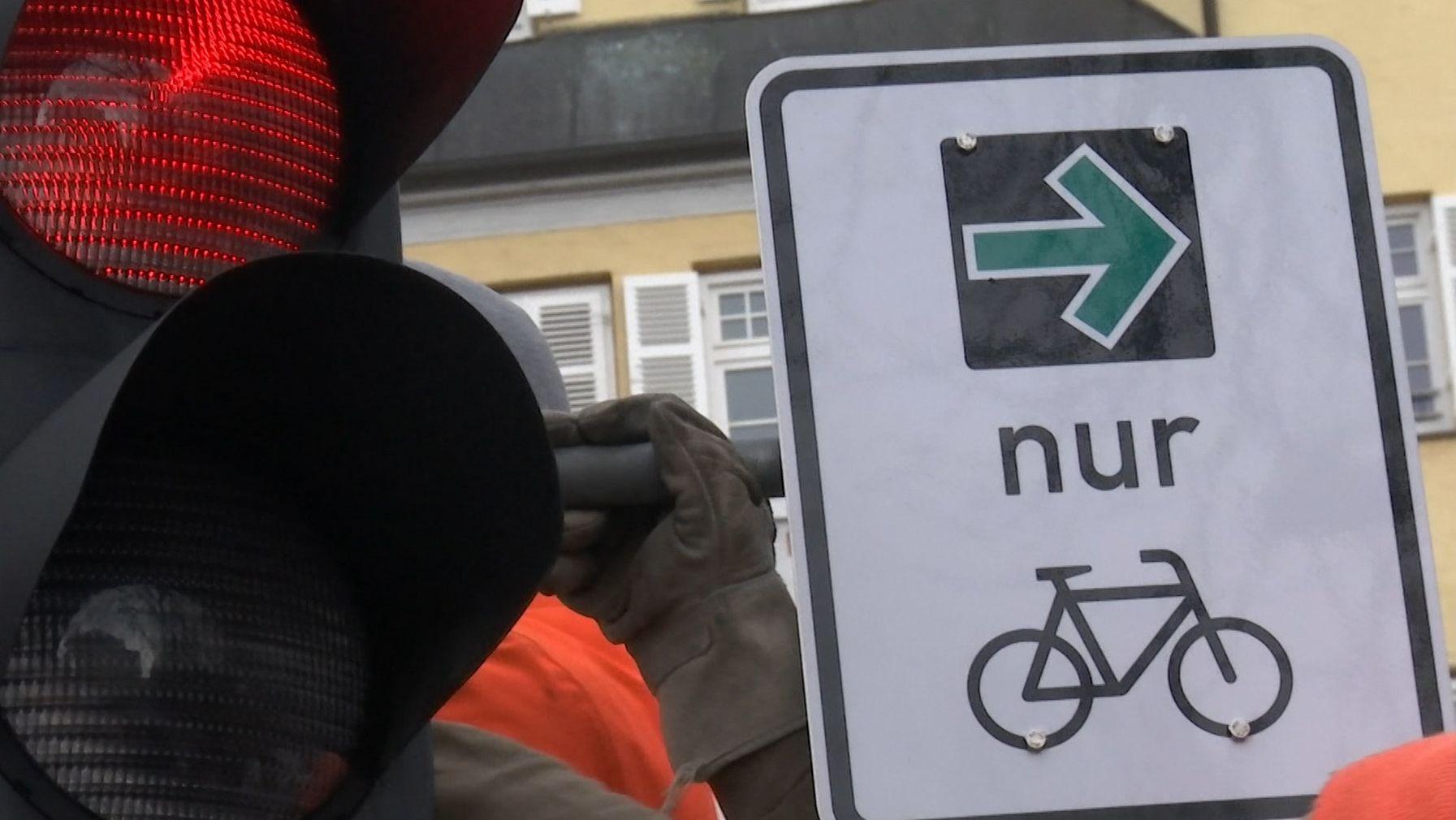 Abbiegepfeil für Radverkehr