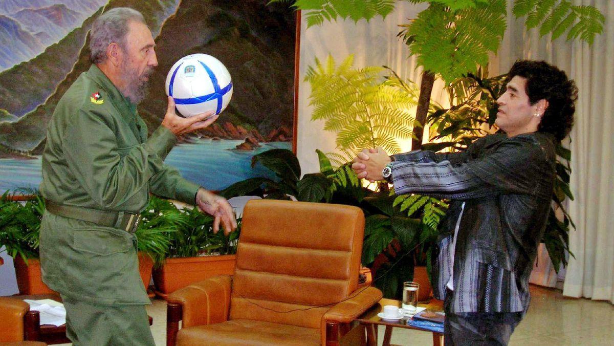 Maradona und Fidel Castro (l.).