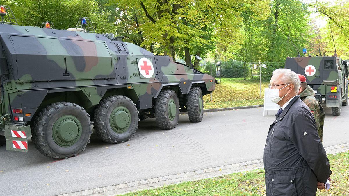 Innenminister Joachim Herrmann bei der Einsatzübung in der Gäubodenkaserne