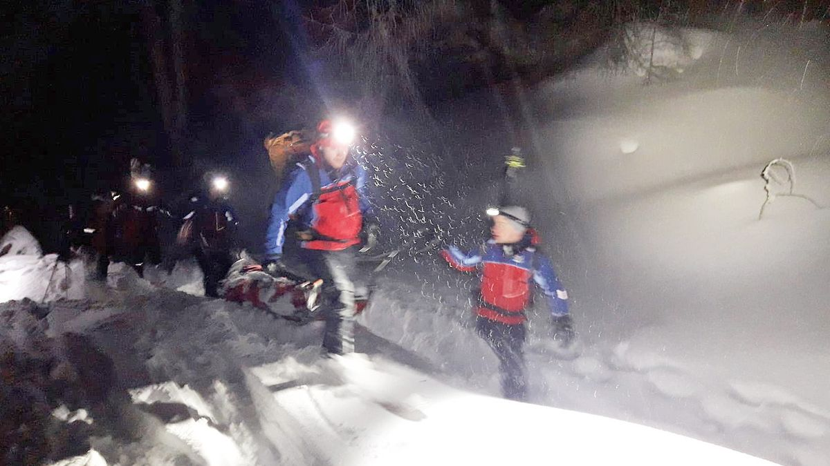 Nächtlicher Rettungseinsatz der Bergwacht (Symbolbild)