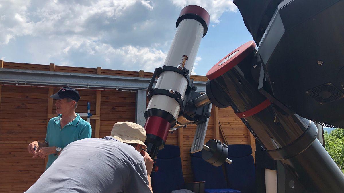 Bei der Sternwarte Dieterskirchen beobachteten Besucher die partielle Sonnenfinsternis.