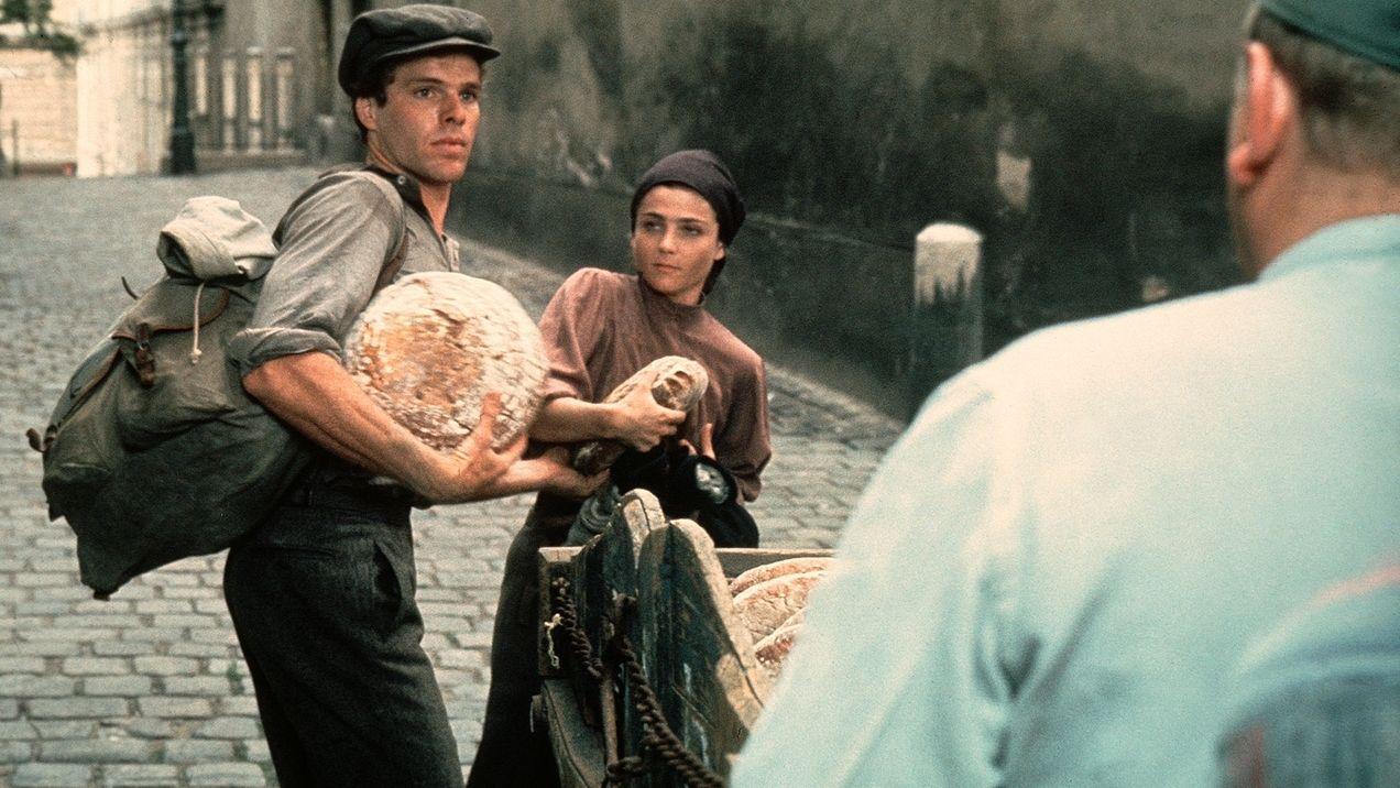 Rudi Weiss (Joseph Bottoms) ist auf der Flucht vor den Nazis in die Tschechoslowakei geflohen. Die junge Tschechin Helena (Tovah Feldshuh) hat sich ihm angeschlossen.