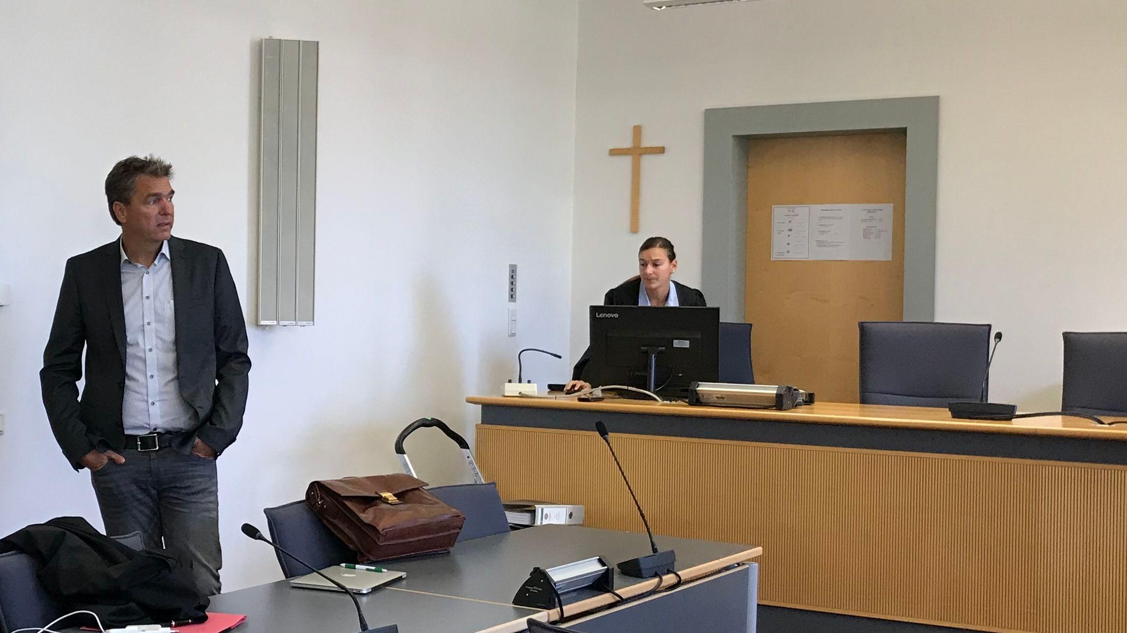 Der Angeklagte Bayern-Ei Ex-Geschäftsführer am zweiten Prozesstag