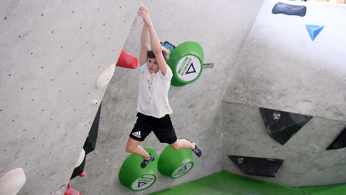Bouldern in der Kletterhalle - in Bayern nun wieder erlaubt: mit weitem Abstand zum Nebenmann/zur Nebenfrau