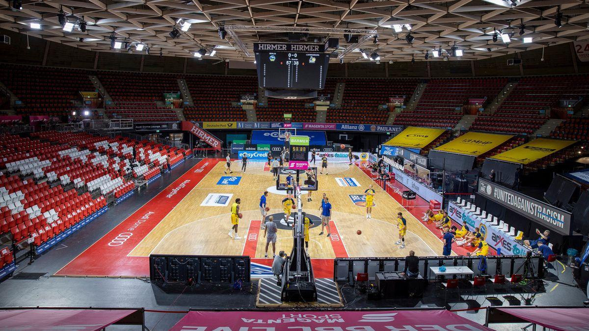 Basketball-Spiel vor leeren Rängen im Audi-Dome