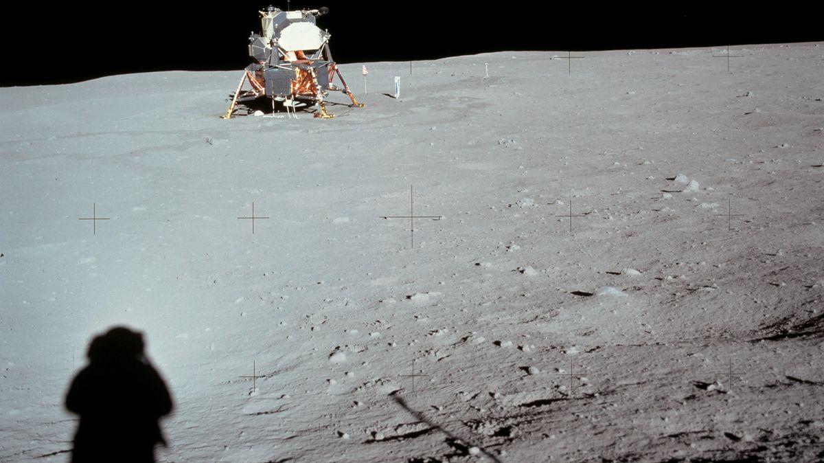 Der Schatten von Neil Armstrong in seinem Foto des Eagle, des Landemoduls der ersten Mondlandung.