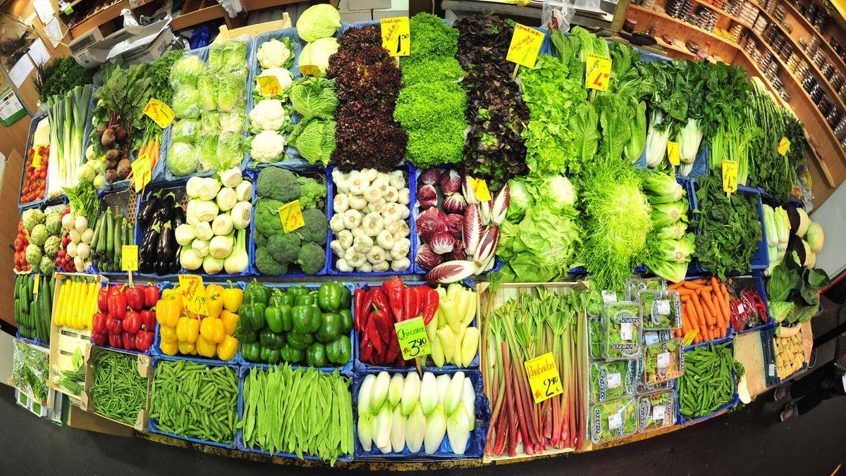 Gemüse in einer Auslage bei einem Gemüsehändler