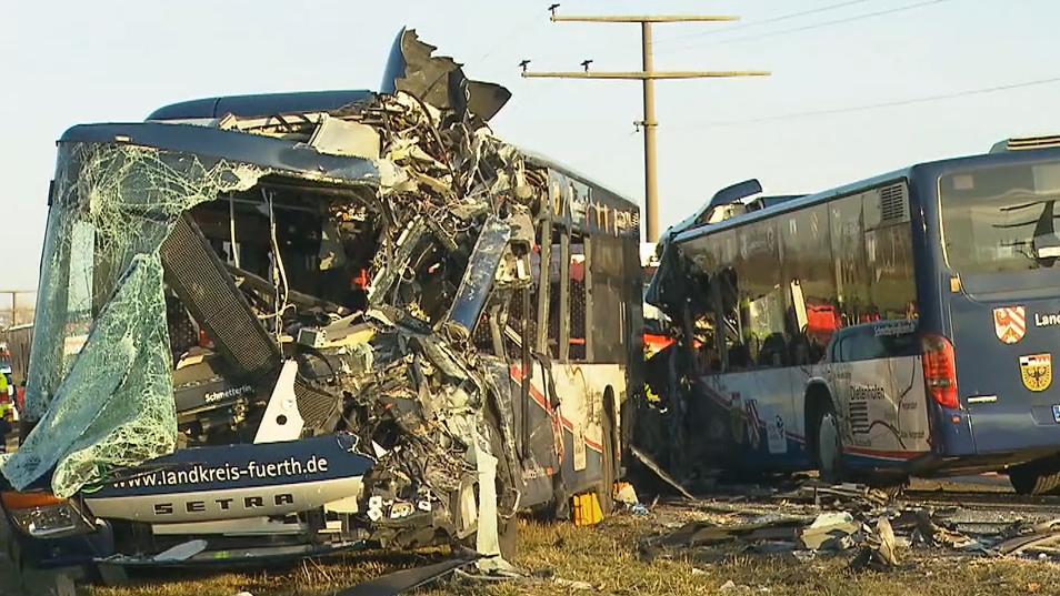 Zwei Linienbusse bei Ammerndorf zusammengestoßen
