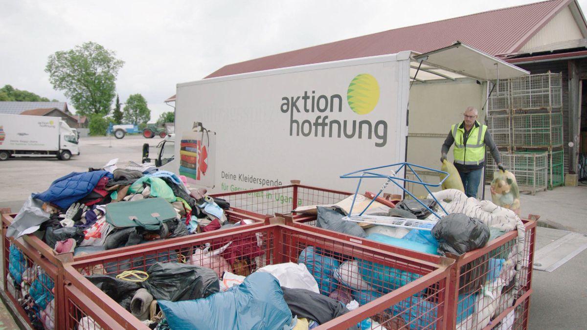 In Corona-Zeiten wird die Altkleidersammlung oft zur Müllentsorgung zweckentfremdet, was den Sammlern große Probleme bereitet.