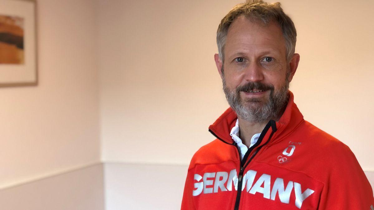 Stefan Schwarz an seinem Arbeitsplatz in Donaustauf.