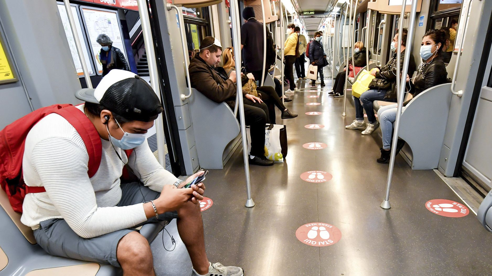 Masken erschweren teilweise gerade Handy-Nutzern ein wenig das digitale Leben.