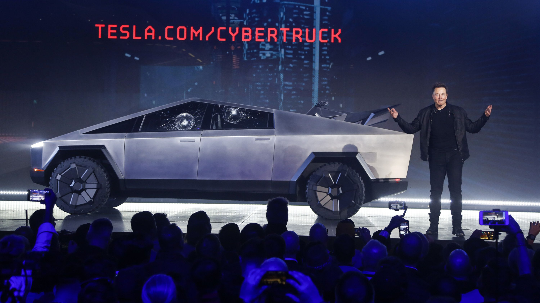"Tesla-Chef Elon Musk vor dem neuen Elektro-Modell, dem Pick-Up ""Cybertruck"""