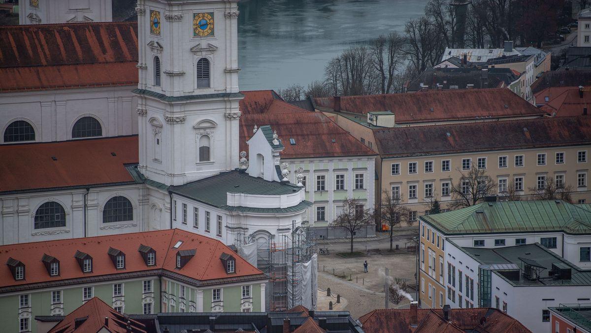 Blick auf die Altstadt von Passau mit dem Dom und dem Domplatz