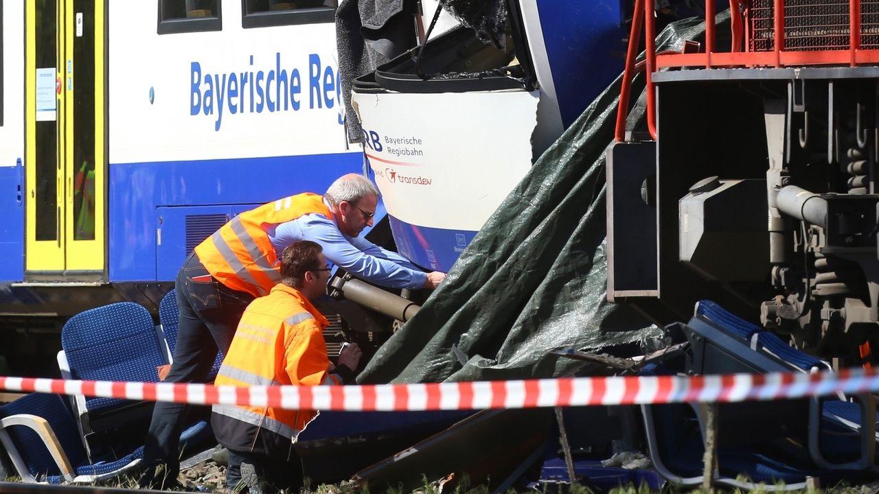 Zwei Tote und dreizehn Verletzte: Das ist die traurige Bilanz eines Unfalls am Bahnhof des schwäbischen Aichach vor einem Jahr.