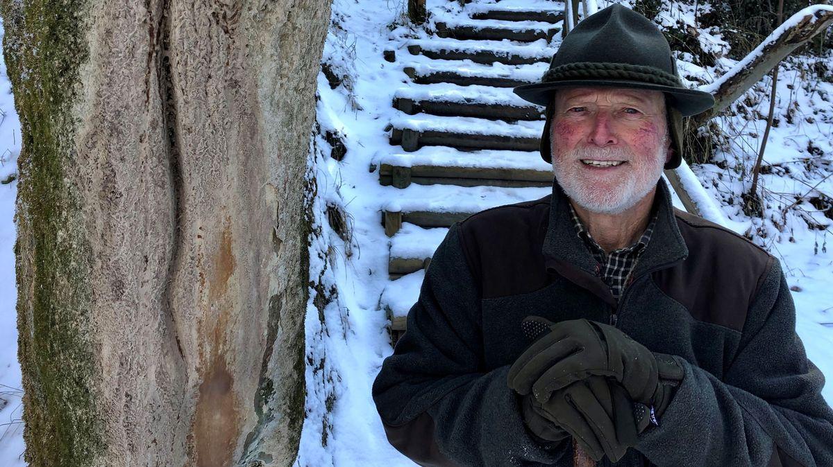 Sepp Scheuerer kümmert sich um den wachsenden Felsen von Usterling