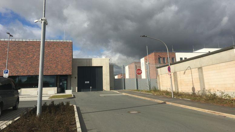 In Hof ist Bayerns größtes Abschiebegefängnis eröffnet worden. | Bild:BR/Annerose Zuber