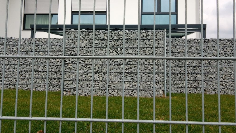 Sichtschutz - Gefüllte Drahtgitter, auch Gabionen genannt, erfreuen sich großer Beliebtheit