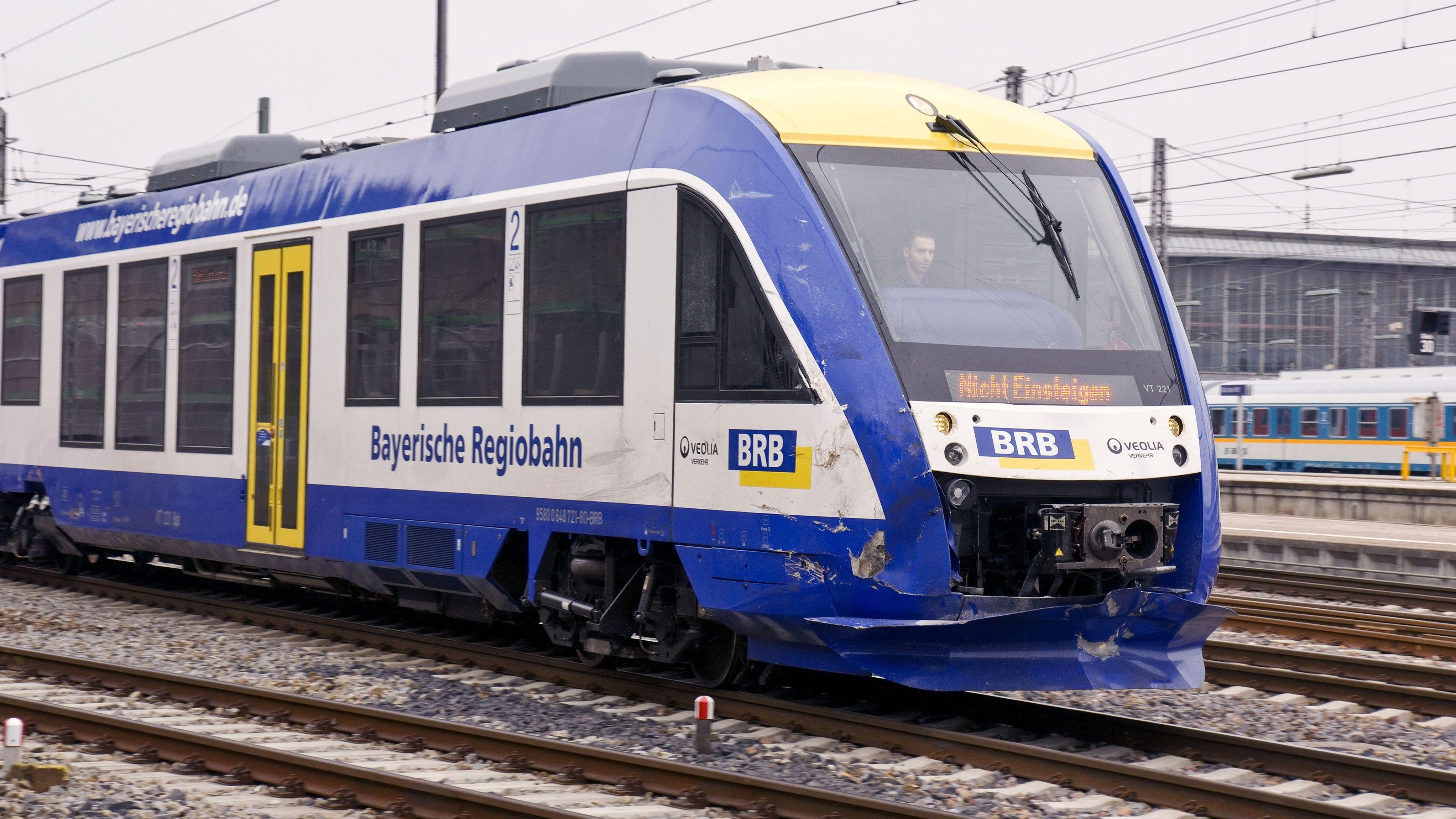 Ein Zug der Bayerischen Regiobahn