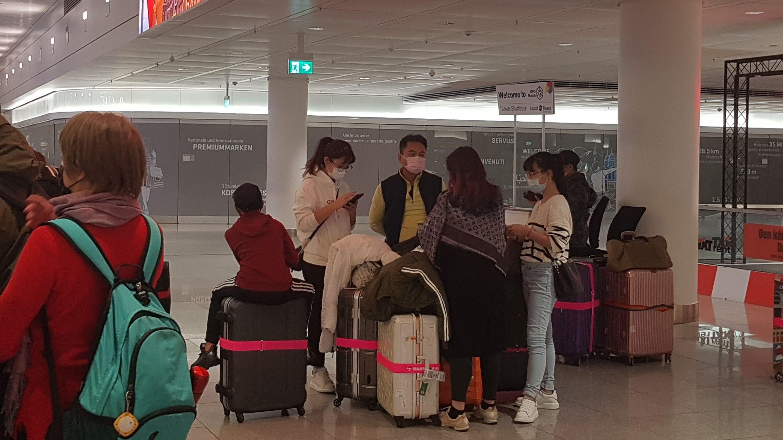 Flughafen München am 29.01.2020: Viele Reisende tragen auch nach der Ankunft einen Mundschutz.