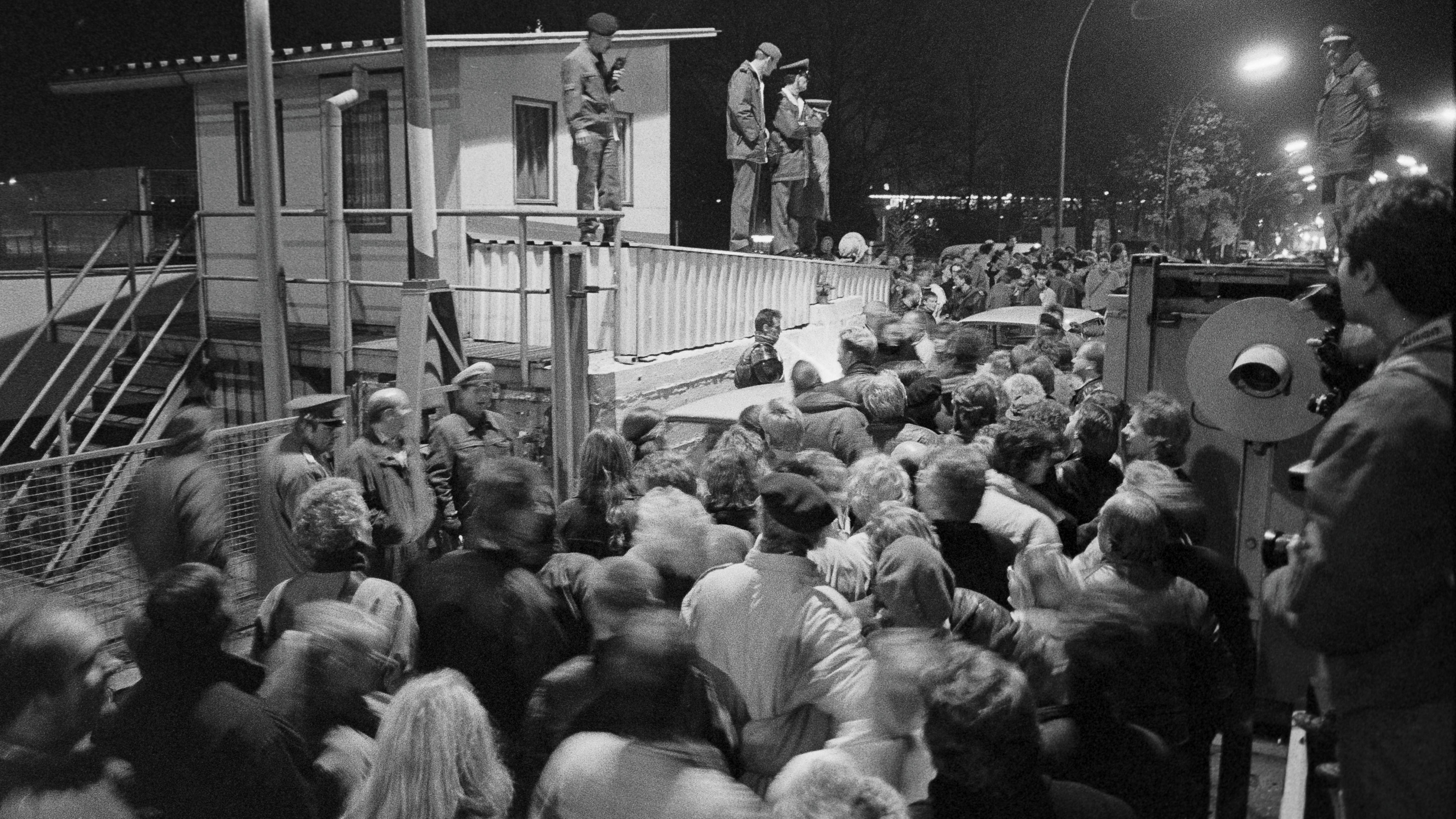 Berlin, Grenzübergang Invalidenstraße, kurz vor Mitternacht