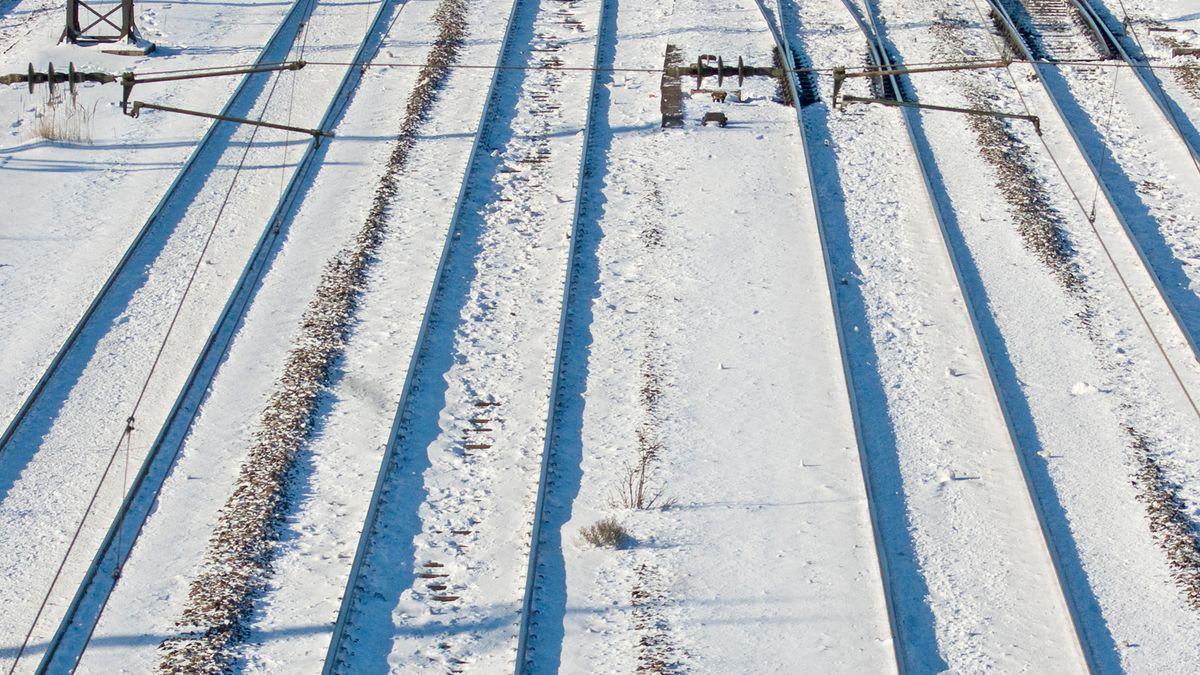 Bahngleise im Winter