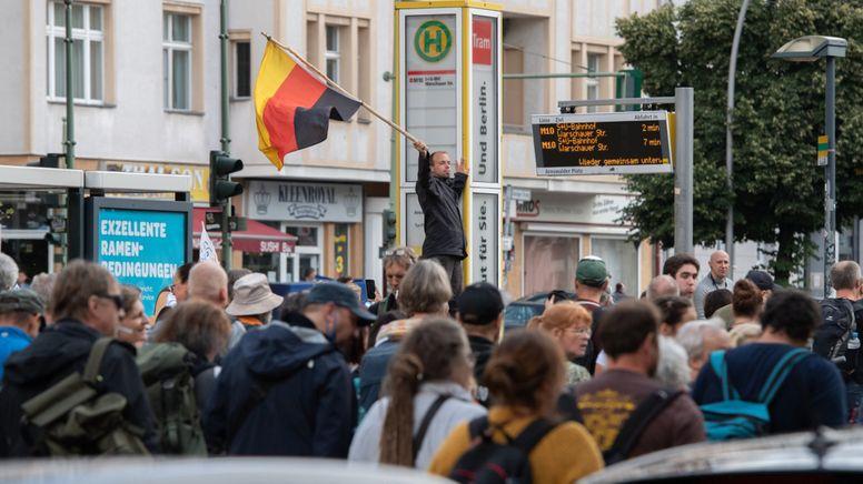 Gegner der Corona-Politik protestieren in Berlin | Bild:dpa-Bildfunk/Paul Zinken