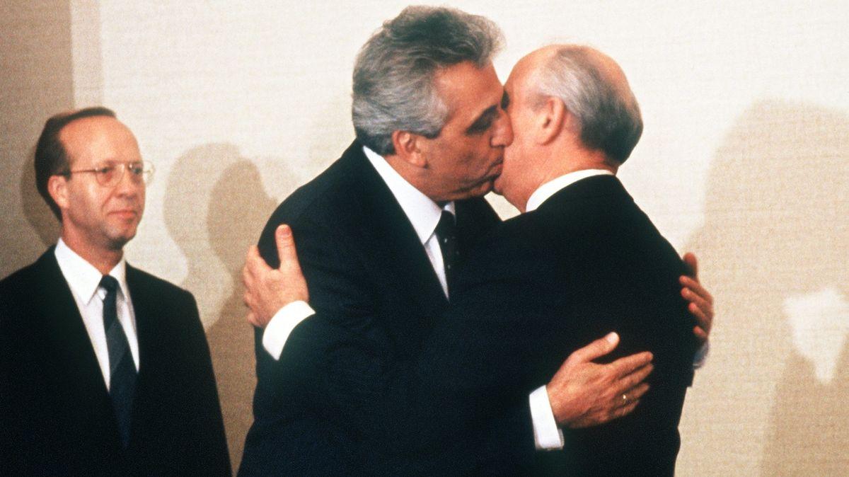 Wahre Liebe? Egon Krenz und Michail Gorbatschow am 1.11.1989 in Moskau