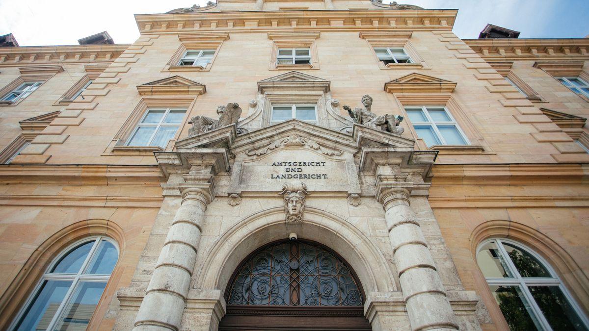 Eingang zum Gerichtsgebäude