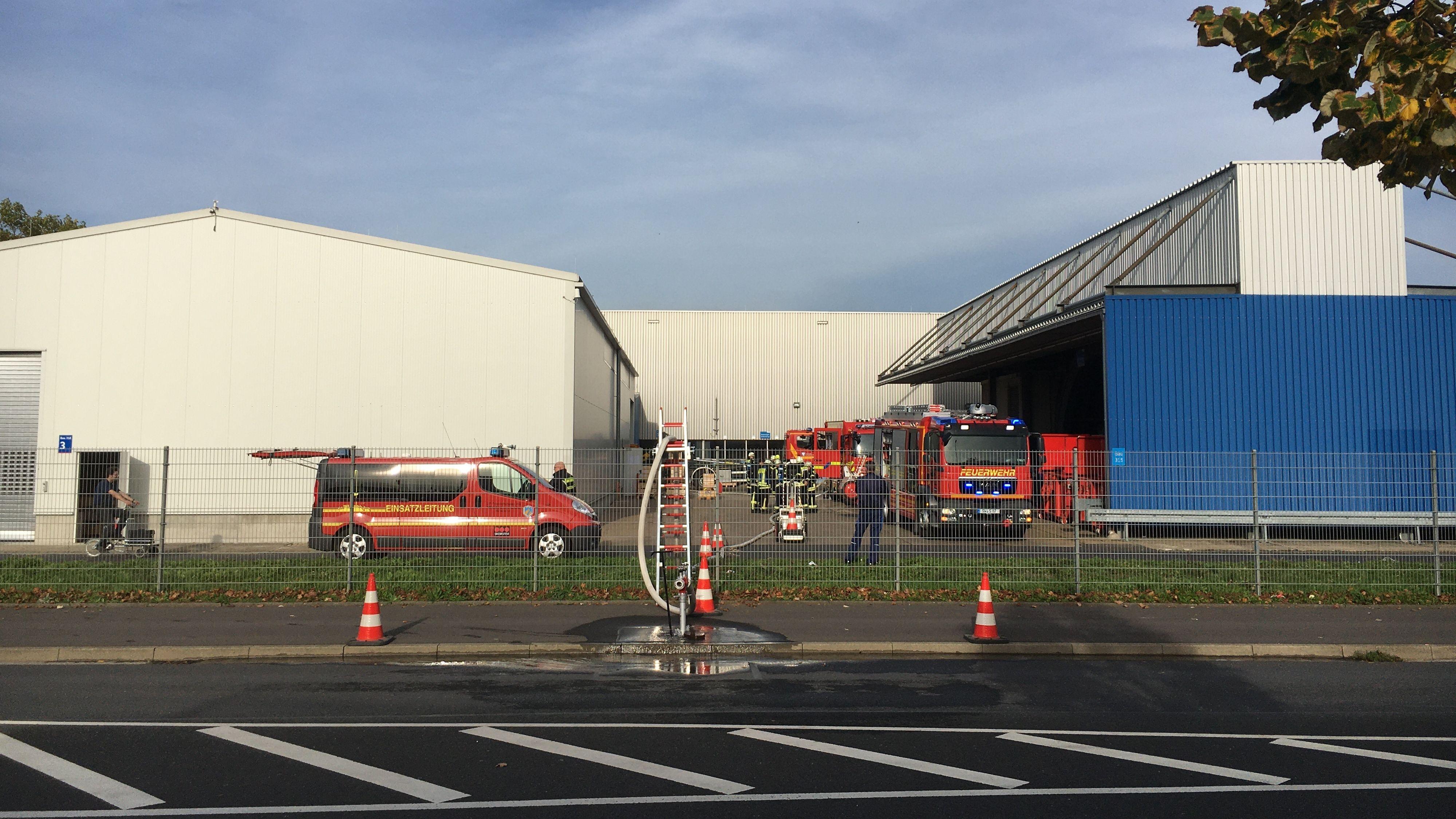 Feuerwehrfahrzeuge auf dem SKF-Gelände in Schweinfurt