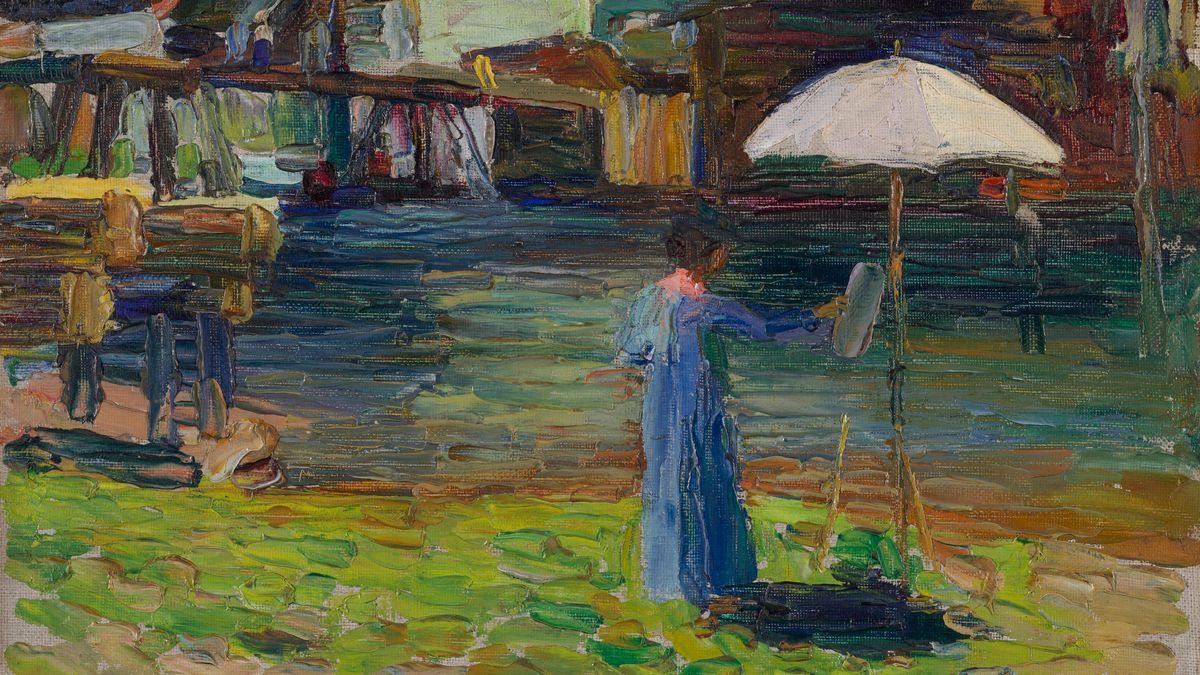 Gemälde einer Frau in blauem Kleid beim Malen unter einem Sonnenschirm
