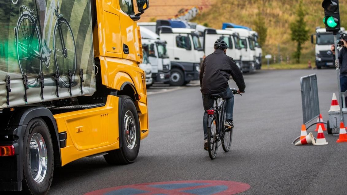 Symbolbild: Abbiegeassistenten für Lastwagen