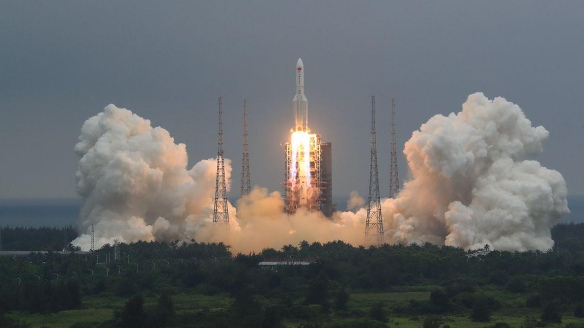 China startete Ende April 2021 eine Rakete mit dem Kernmodul für den Bau seiner Raumstation Tianhe.