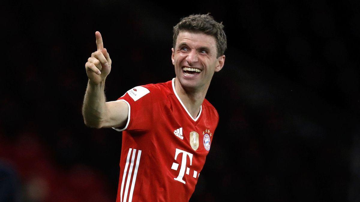 Fingerzeig vom Thomas Müller - auch ihm winkt ein Rekord.