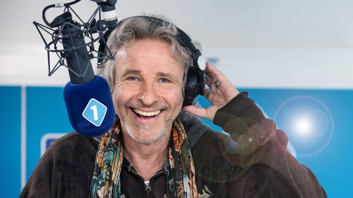 Thomas Gottschalk am Mikrofon von Bayern 1